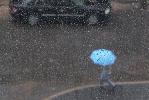北京雷雨天气骤临