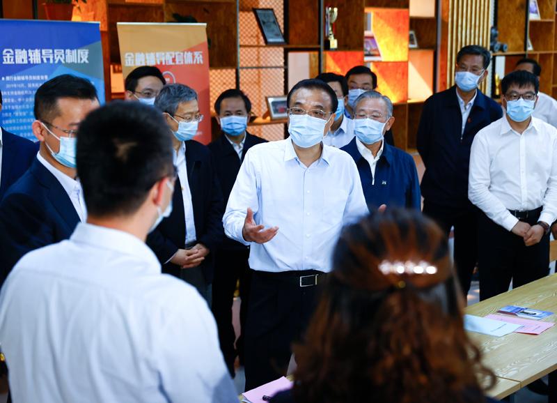 总理山东考察再赞地摊经济:是人间的烟火,是中国的生机