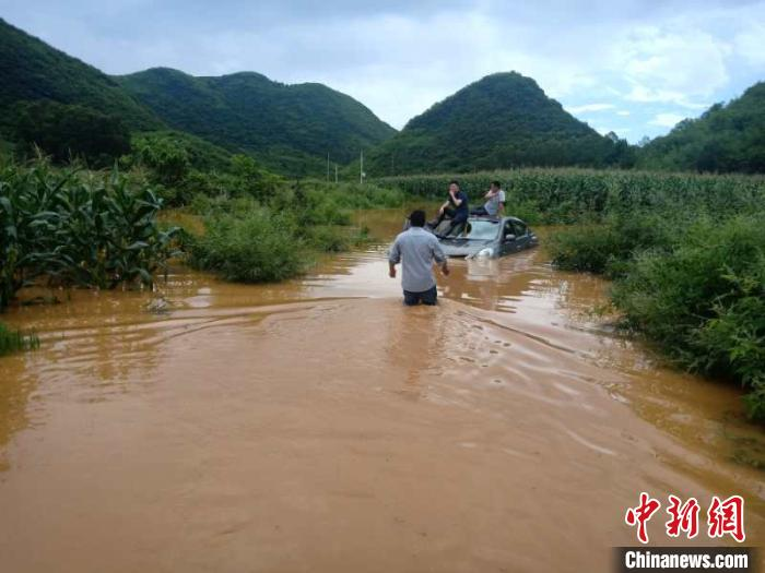 湖南江华县遭遇洪水袭击 16个乡镇超10万人受灾