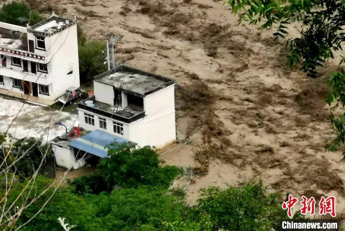 四川丹巴县发生泥石流灾害 救援工作正在紧张进行