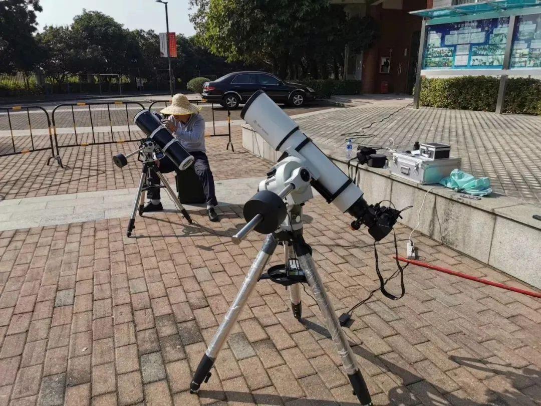 上演了!10年一遇的超级日环食来了!如何正确观测?没有望远镜?饼干、纸、墨水都可以