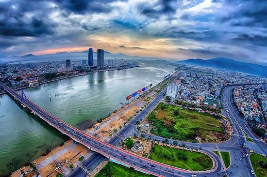 越南旅游胜地岘港突发疫情 当局将疏散8万人