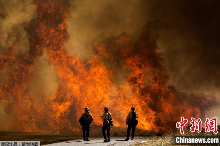 美加州发生野火:延烧超1.2万英亩 火势完全不受控(图)