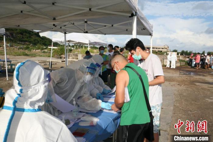 珠海万山边检站开渔期验放出入境港澳流动渔船民创新高