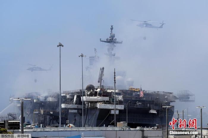 """美媒:""""好人理查德""""号军舰火灾被怀疑是人为纵火"""