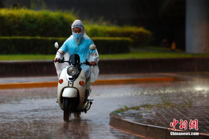 中东部地区有大范围降雨天气 局地有暴雨或大暴雨