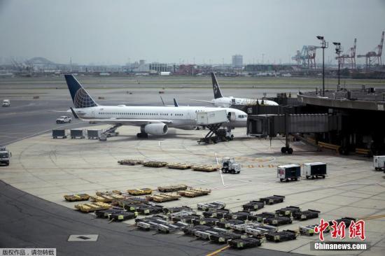 美联航大幅削减运营成本 以应对新冠疫情