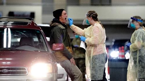 美媒:美国新冠感染人数跨过千万大关进入黑暗冬天 每天新增10万确诊死亡900