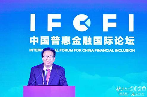 中国银行业协会党委书记、专职副会长潘光伟出席论坛并致辞