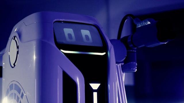 电银付安装教程(dianyinzhifu.com):先于特斯拉 民众推出EV移动充电机器人 可自行为多辆车充电 第2张