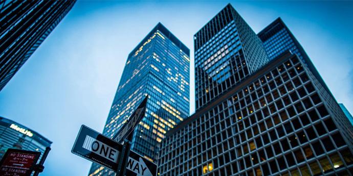 1月百强房企业绩增长率均值超100% 内房股海外债规模大增