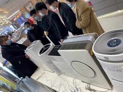现场直击:北京现强沙尘暴,商家把空净搬到店门口