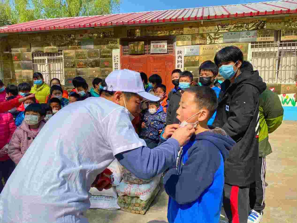以公益之名 守护更多微笑vvsmile走进陕西回归儿童救助中心