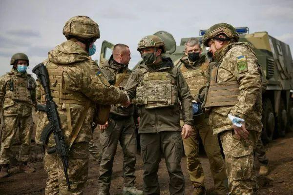 俄十万大军压向边境