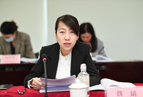 第四届常委会副主任单位、培训组组长单位中国邮政储蓄银行办公室品牌管理处副处长魏娟做工作报告