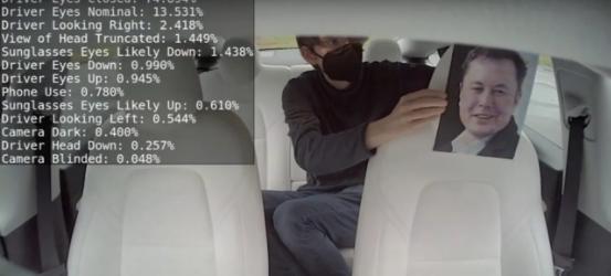 特斯拉正式启用车内摄像头!网友神操作:马斯克出镜