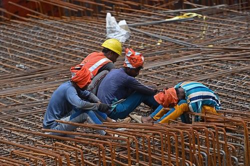 美媒:印度新冠疫情海啸有所缓解 新德里开始恢复制造业建筑业活动
