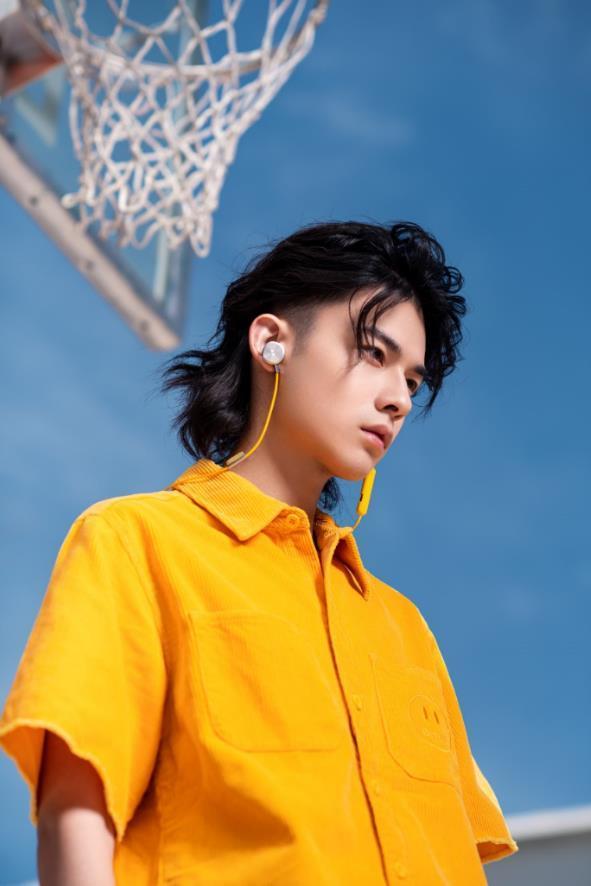 时尚潮酷新表达,BUTTONS UP耳机玩潮颈间C位
