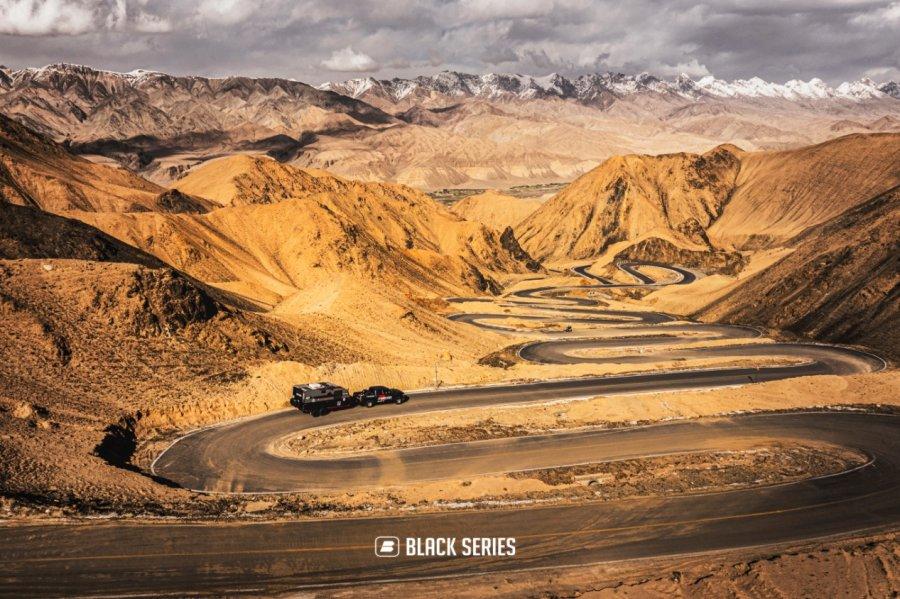 拖挂房车越野房车 BLACK SERIES 黑系房车超长续航