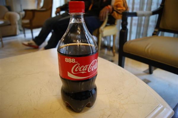 15岁男孩可乐当水喝:最终导致右眼接近失明