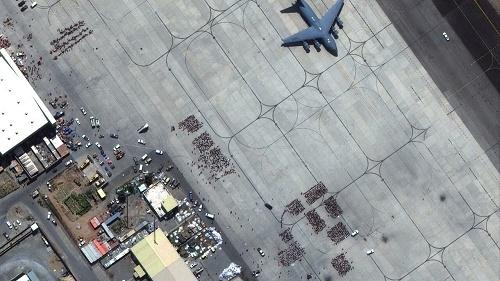 法媒:飞行员称阿富汗撤离行动混乱充满危险 喀布尔机场空中管理繁忙混乱