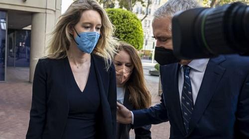 CNBC:硅谷天才少女CEO霍姆斯诈骗案庭审暂停 一评审员自称怀疑感染新冠病毒